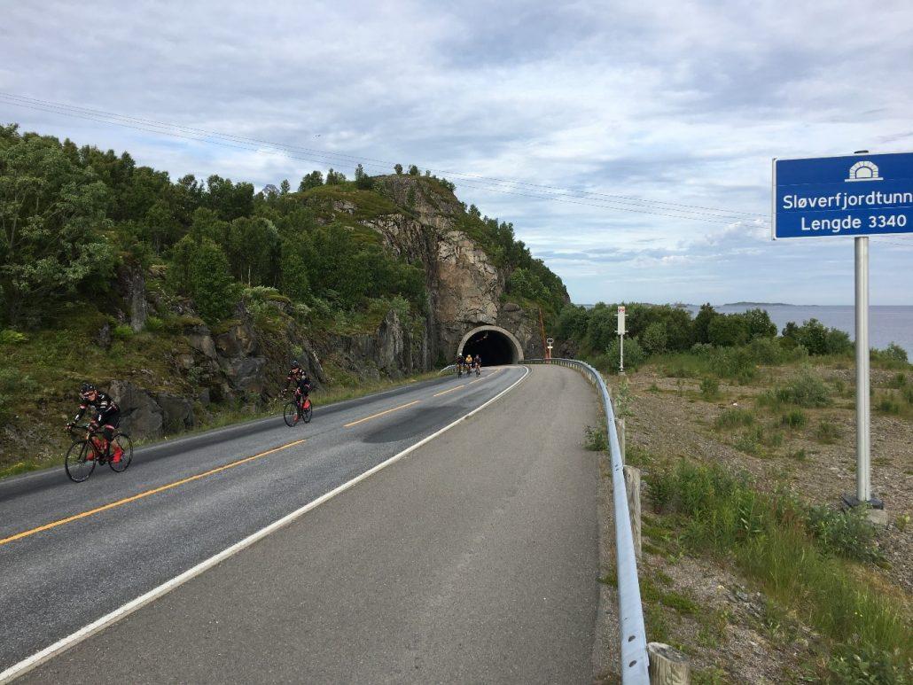 Tunnel med 8% oppstigning fra 112 meter under havet sprer feltet.