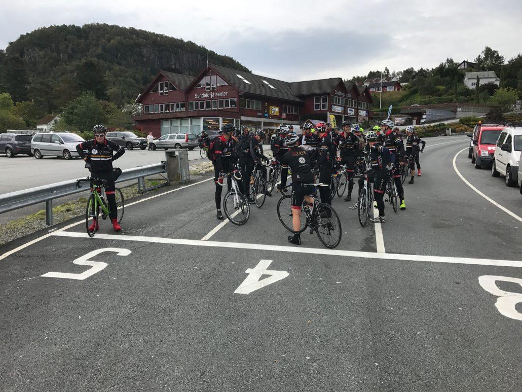 TOSker i ferjekø i Hjelmeland